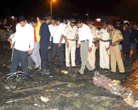 Police Inspecting after the Mumbai Blast