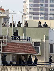 commandos on the roof of nariman house